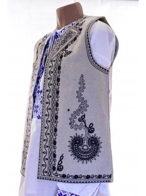 Vesta Traditionala Viorel