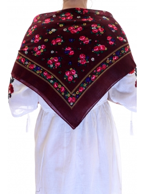 Batic traditional buchetele bordo