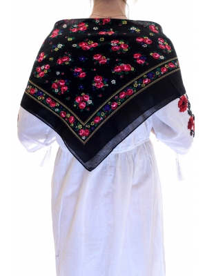 Batic traditional buchetele negru