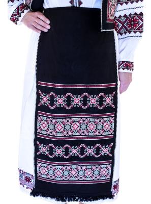 Fota brodata stilizata cu modele geometrice traditionale romanesti