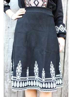 Fusta neagra din tricot cu motive traditionale romanesti