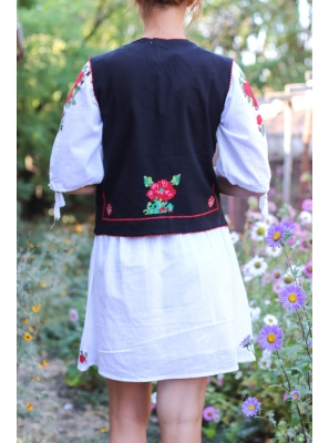 Vesta brodata cu model traditional Iulia