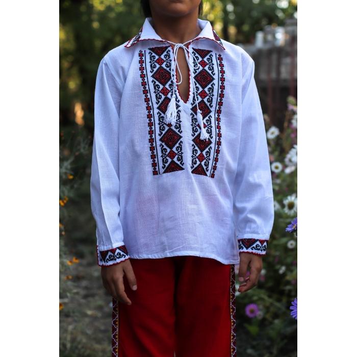 Ie traditionala baieti Costel 2